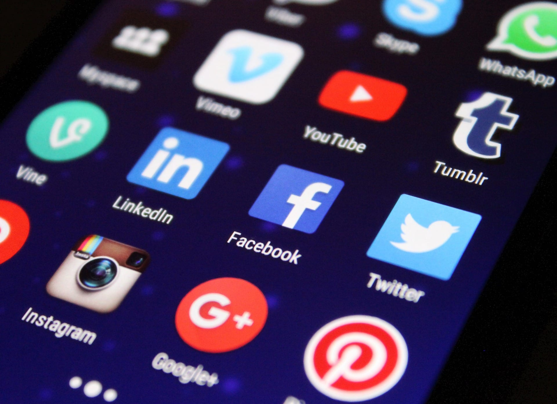 7 Reasons Social Media in the Workplace can Help Employees | TOG